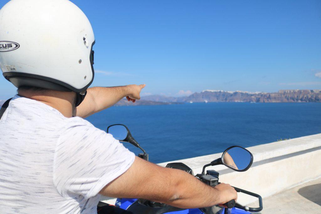 Louer un quad à Santorin - Nos aventures voyageuses